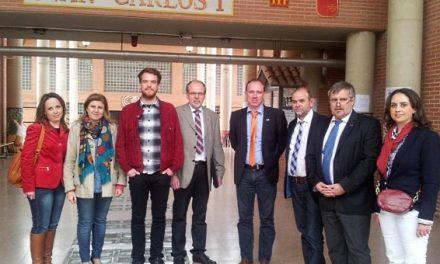 Representantes de la organización internacional Kolping visitan el instituto Juan Carlos I de Murcia
