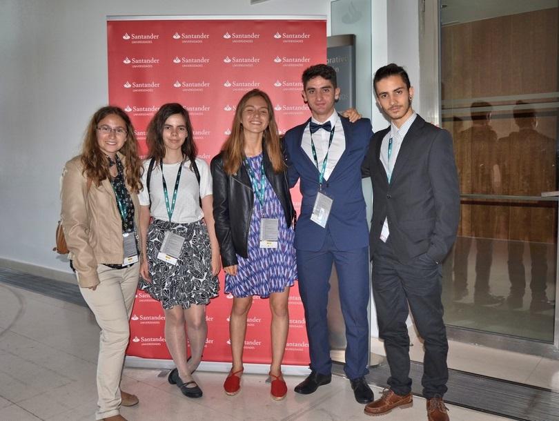 """Alumnos del IES Juan Carlos I en el VII Congreso """"Investiga I+D+i"""" 2015-16"""