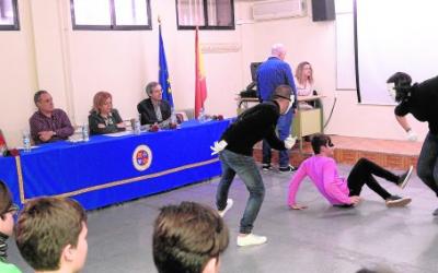 Internos de la prisión de Sangonera la Verde alertan a nuestros alumnos sobre el riesgo del consumo de estupefacientes