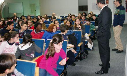 Alumnado de 1ºESO del IES asiste a una conferencia el Día internacional de la Mediación