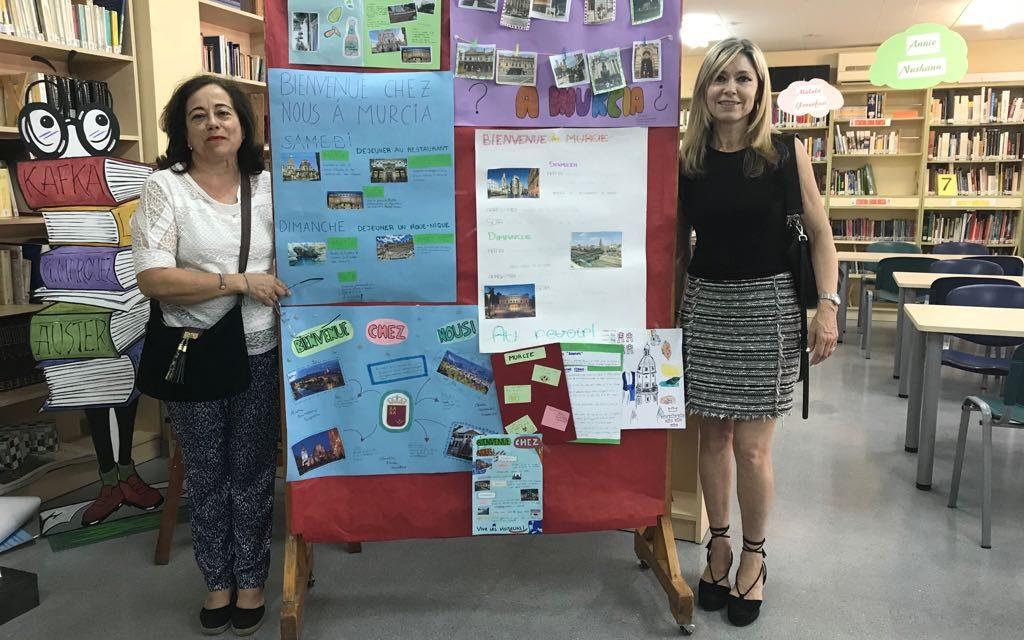 Exposición de carteles sobre una visita de fin de semana a Murcia – dpto. Francés