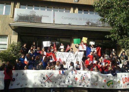 Manifestación en la Consejería de Educación contra el tratamiento del francés-lengua-extranjera en el borrador de curriculo