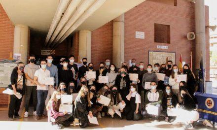 Entrega de los diplomas IDIES al alumnado del Bachillerato de Investigación